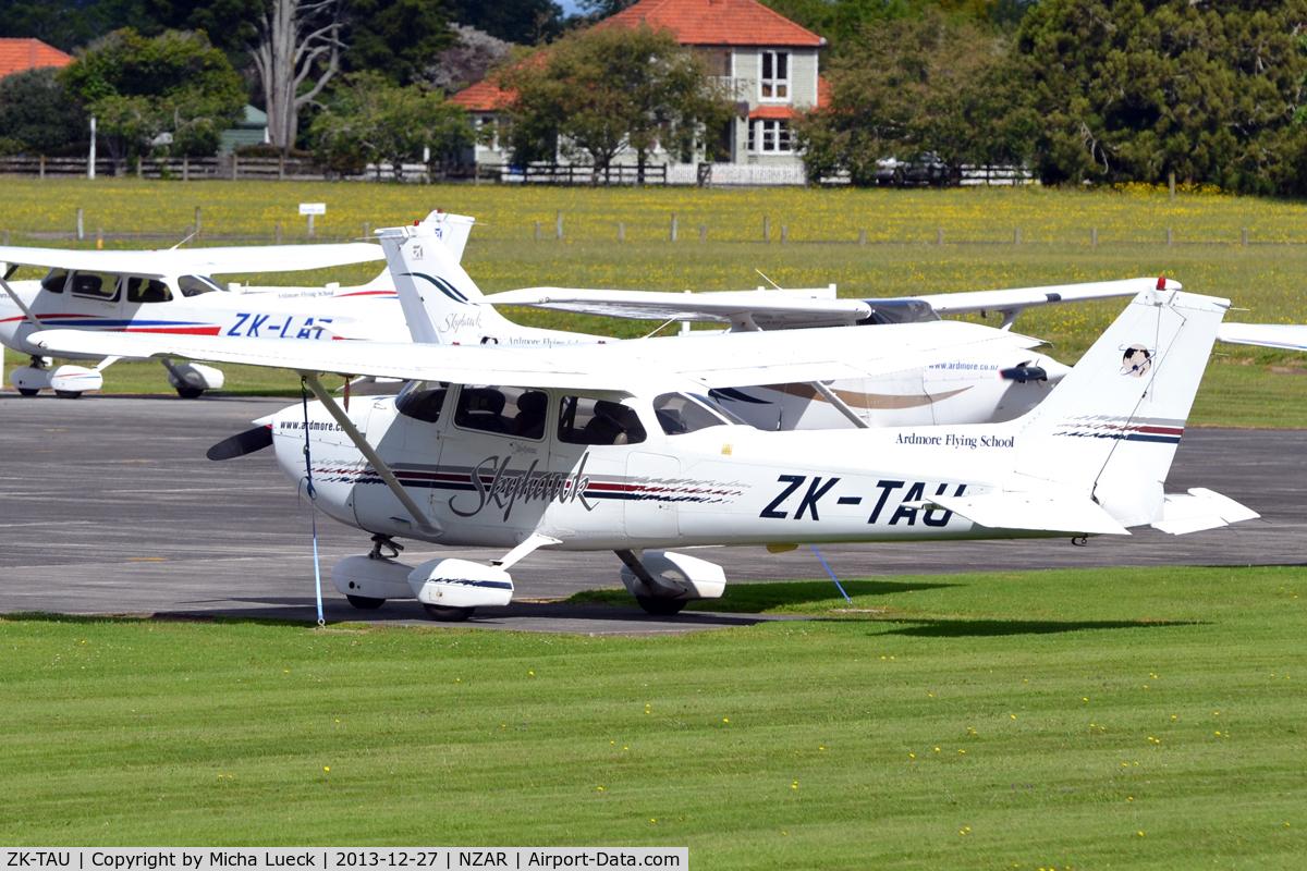 ZK-TAU, Cessna 172R Skyhawk C/N 17280637, At Ardmore