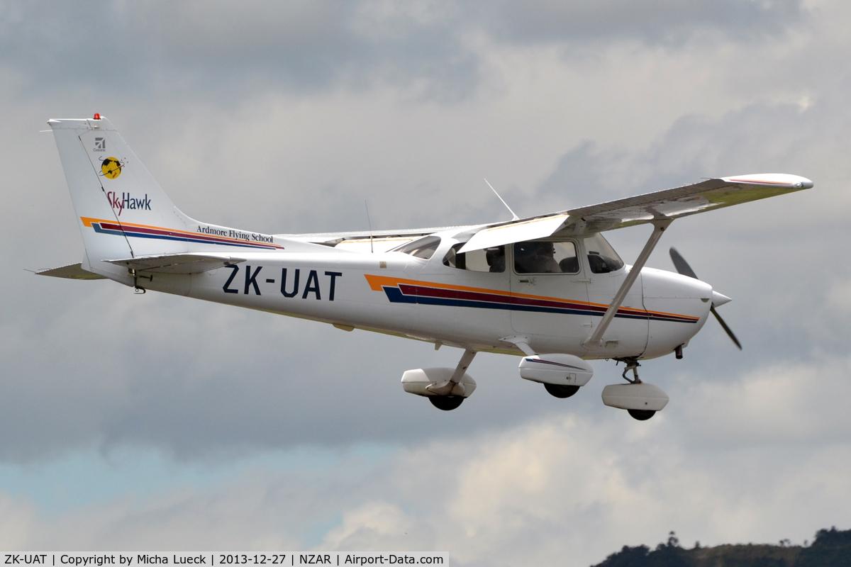 ZK-UAT, Cessna 172R Skyhawk C/N 17281127, At Ardmore