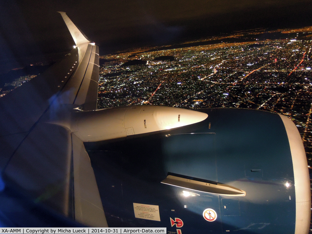 XA-AMM, 2014 Boeing 737-852 C/N 39944, On approach to MEX. With Scimitar winglet.