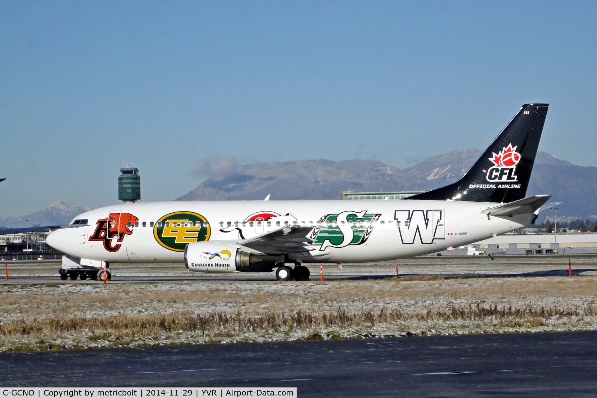 C-GCNO, 1999 Boeing 737-36N C/N 28596, In Vancouver for the Grey Cup.