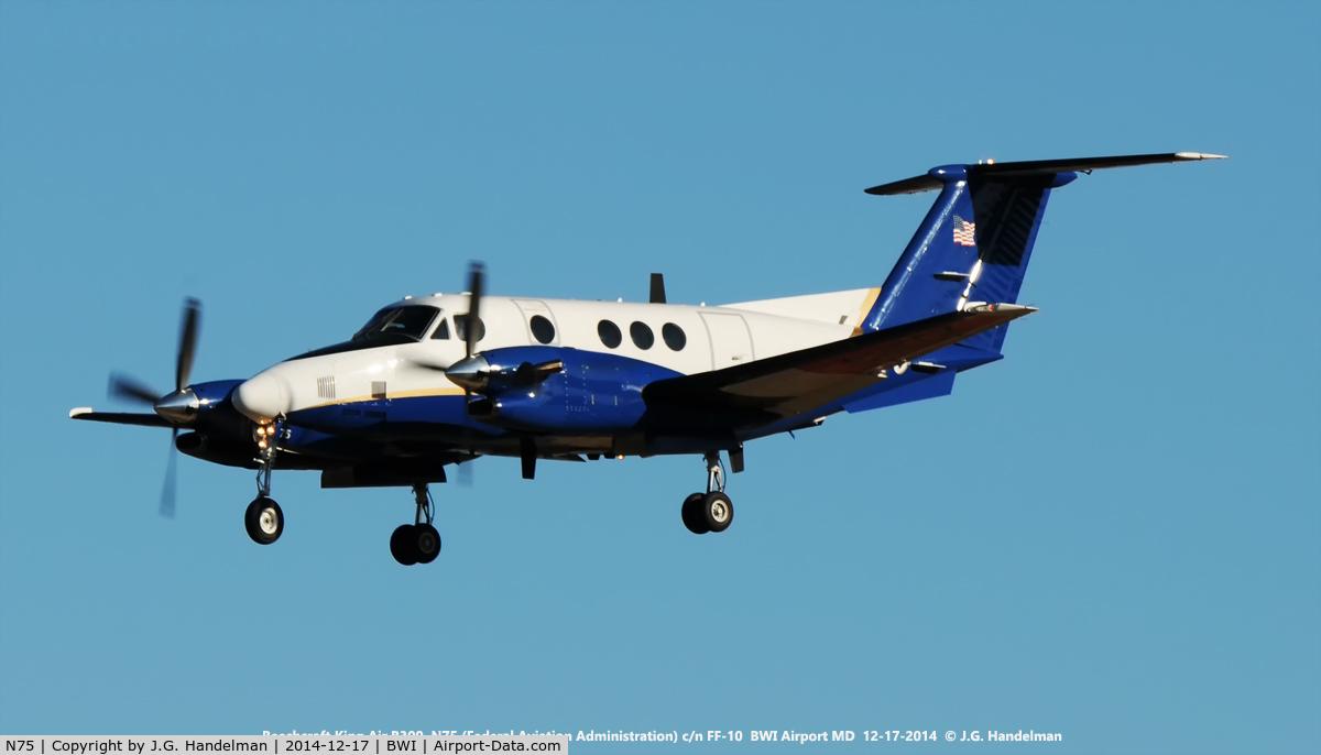 N75, 1988 Beech 300 Super King Air C/N FF-10, FAA King Air doing approach check on 33L