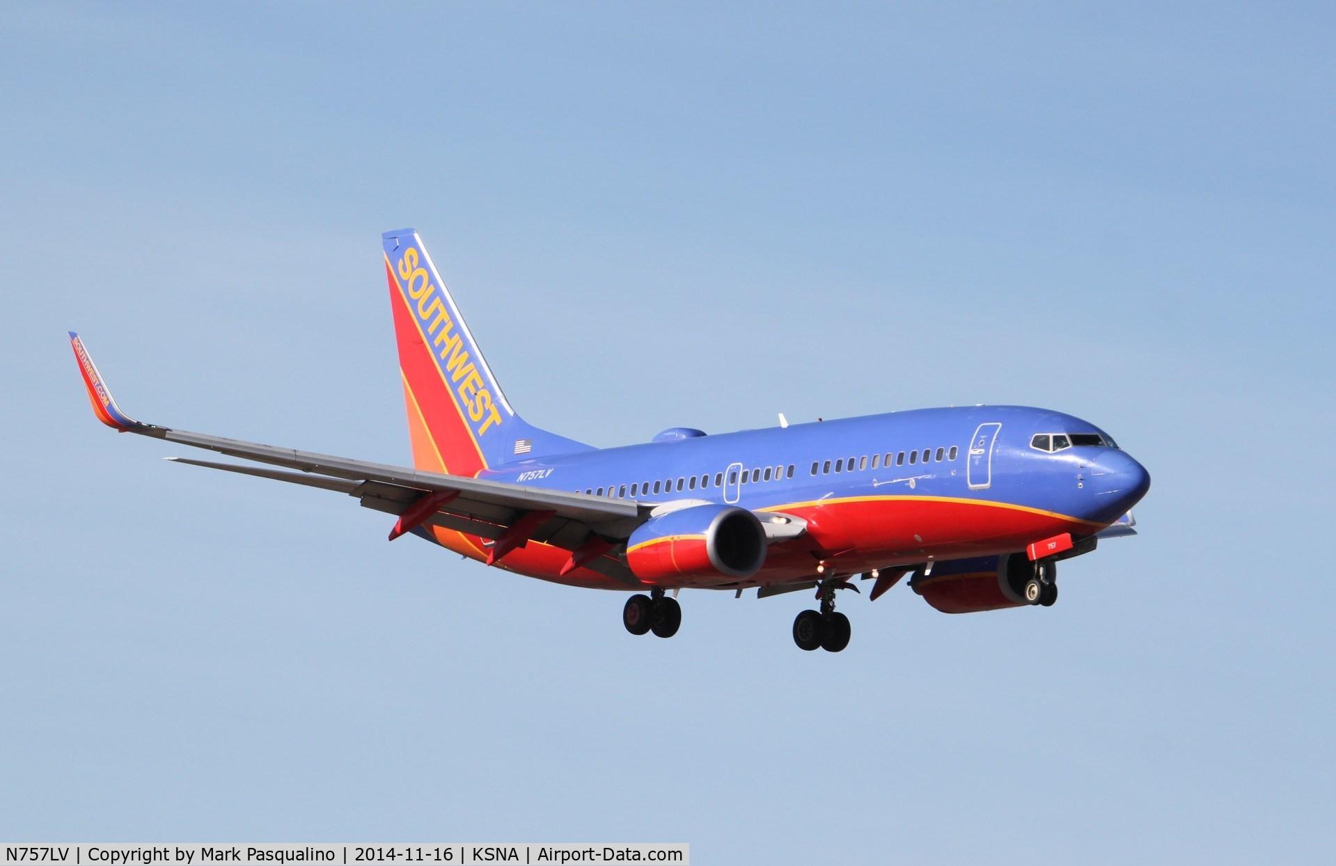 N757LV, 1999 Boeing 737-7H4 C/N 29850, Boeing 737-700