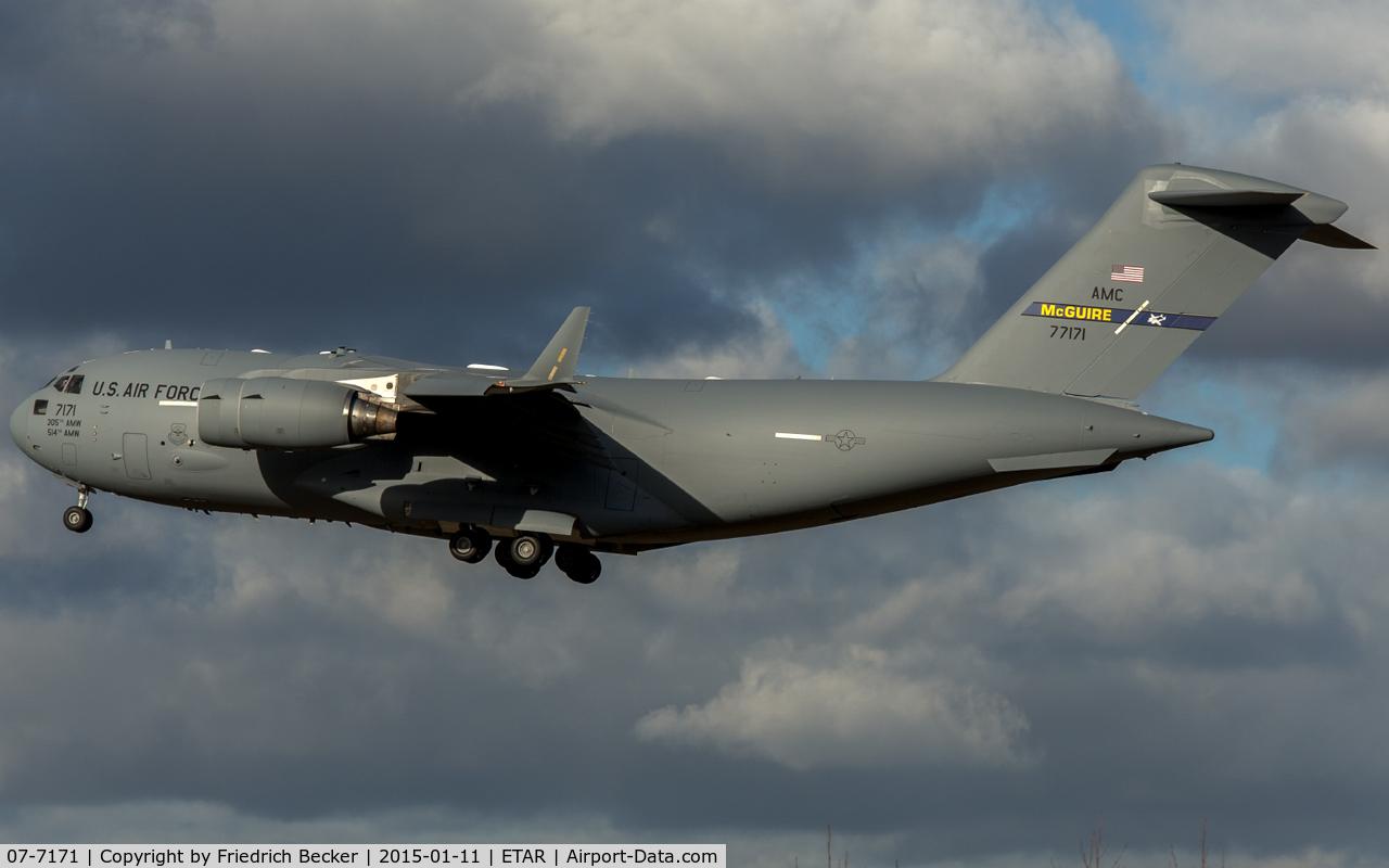 07-7171, Boeing C-17A Globemaster III C/N F-182/P-171, on final RW26