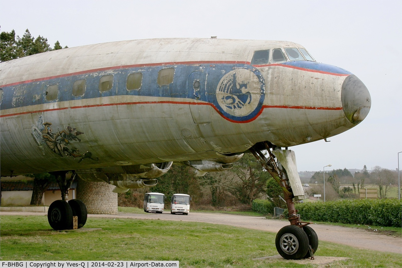 F-BHBG, 1955 Lockheed L-1049G Super Constellation C/N 4626, Lockheed 1049G 82, Displayed in deteriorating conditions (severe corrosion, sacked cockpit...) at Plonéis near Quimper