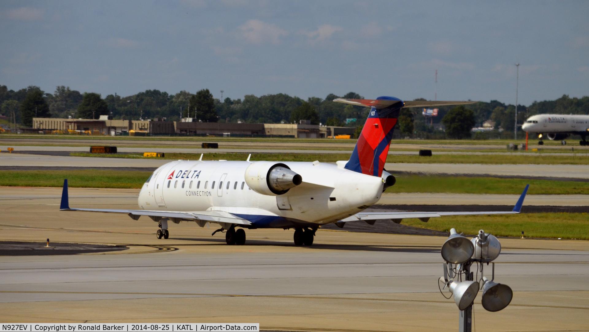 N927EV, 2003 Bombardier CRJ-200ER (CL-600-2B19 C/N 7844, Taxi Atlanta