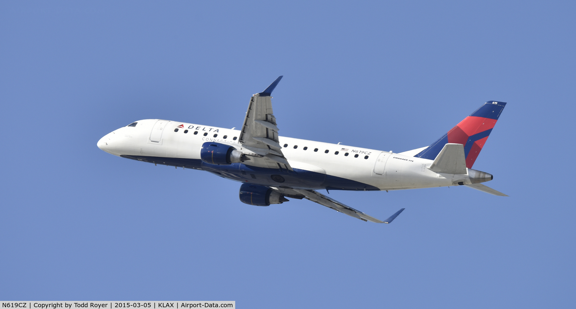 N619CZ, 2008 Embraer 175LR (ERJ-170-200LR) C/N 17000213, Departing LAX on 25R
