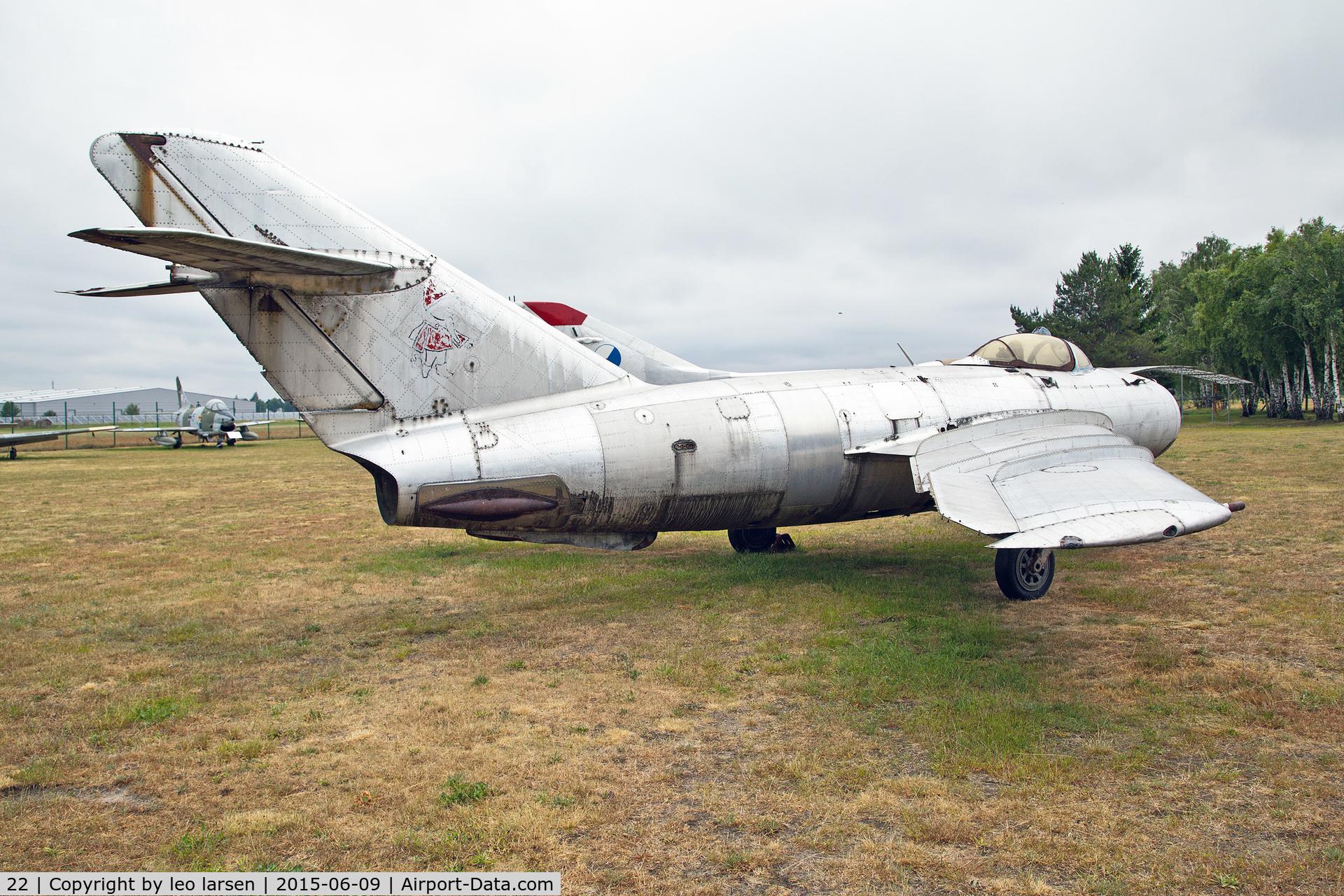 22, Mikoyan-Gurevich MiG-17 C/N 541684, Flugplatzmuseum Cottbus 9.6.15