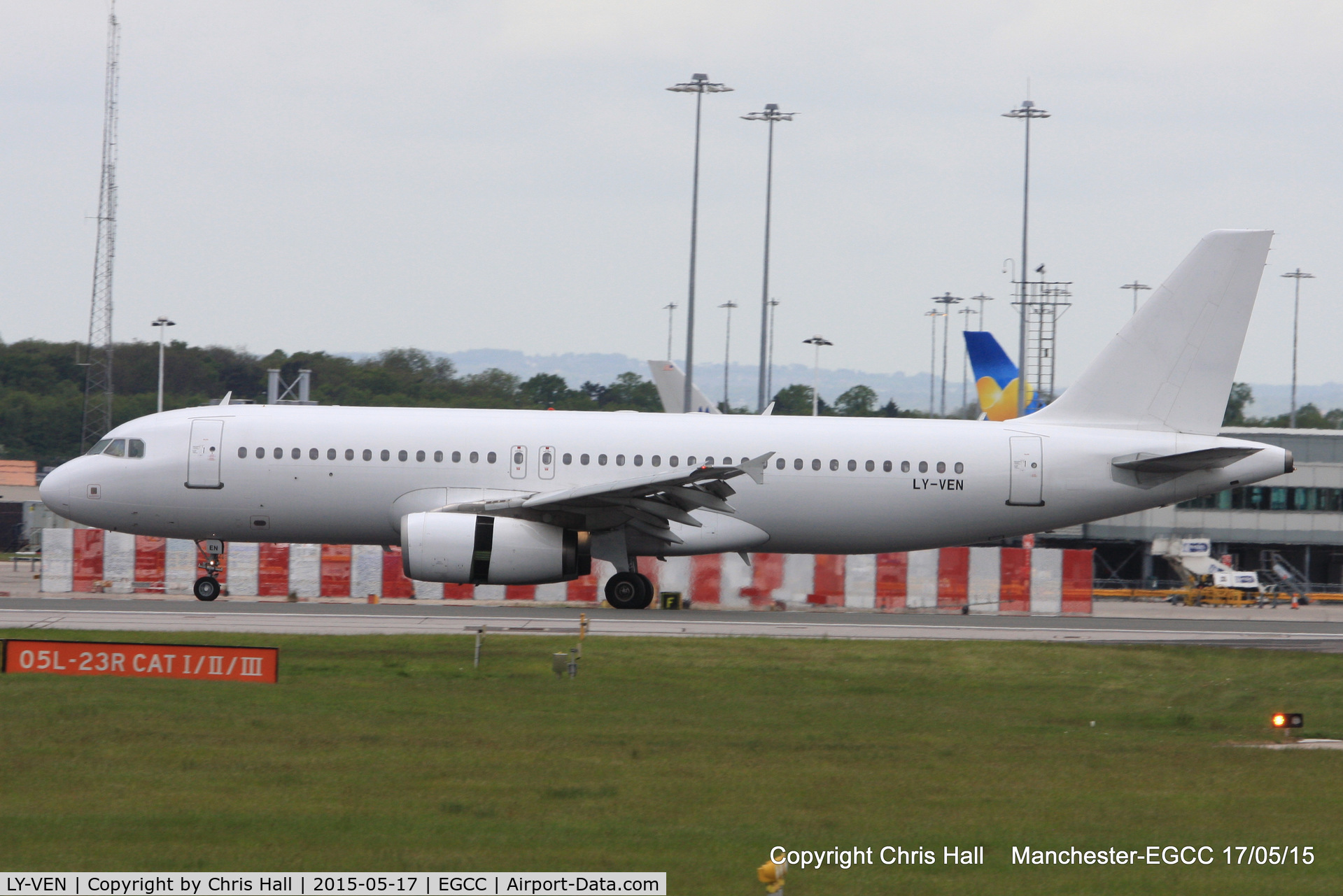 LY-VEN, 2001 Airbus A320-233 C/N 1626, operating for Thomas Cook
