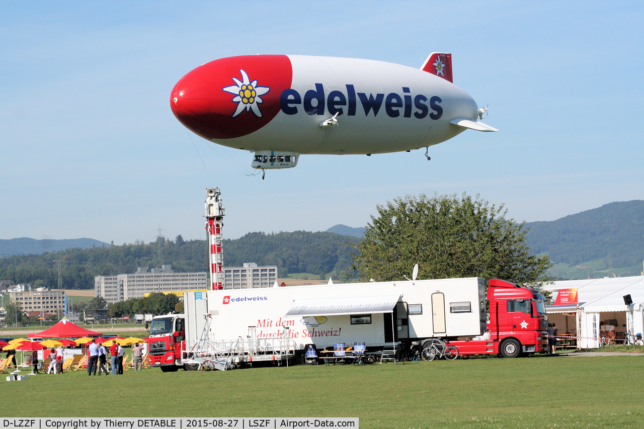 D-LZZF, 1998 Zeppelin LZ N07 C/N 3, The assitance truck that follows the movements in these Zeppelin