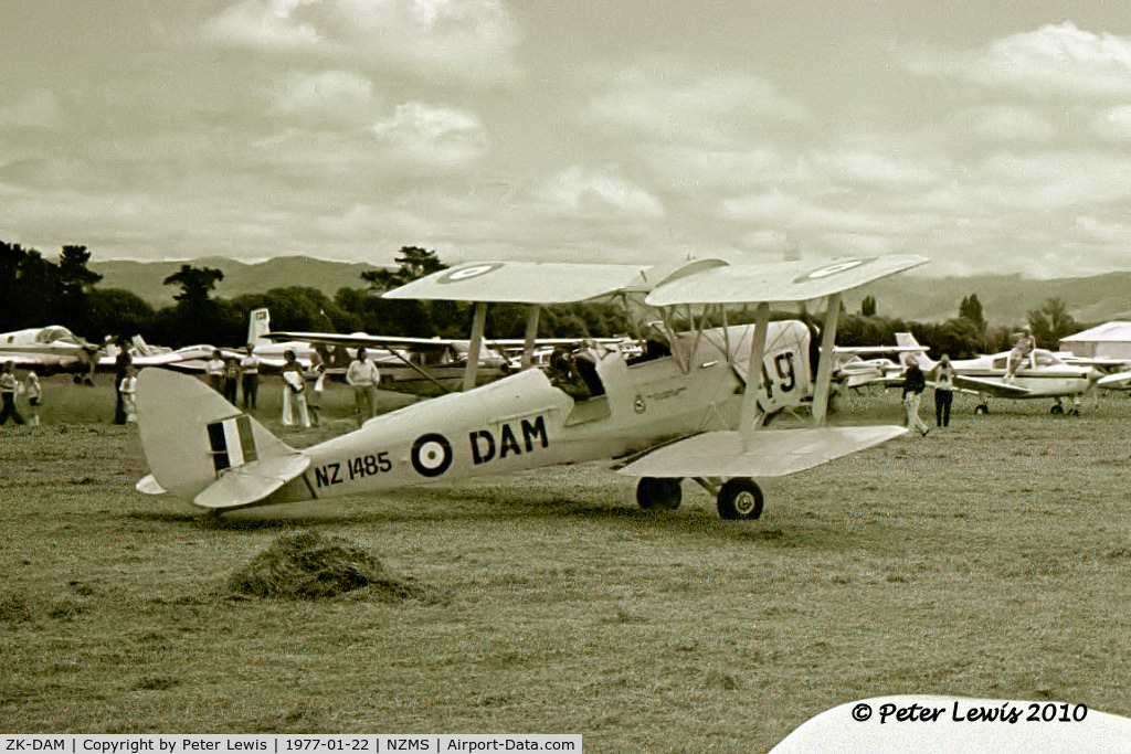 ZK-DAM, 1944 De Havilland New Zealand DH-82A Tiger Moth C/N DHNZ165, R A Land, Hastings