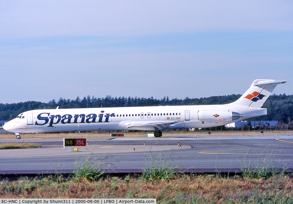 EC-HNC, 1988 McDonnell Douglas MD-83 (DC-9-83) C/N 49620, Ready for take off from rwy 15L in modified new livery...