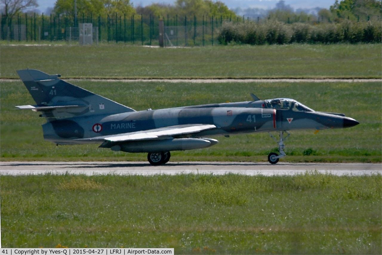 41, Dassault Super Etendard C/N 41, Dassault Super Etendard M, Taxiing to holding point rwy 08, Landivisiau Naval Air Base (LFRJ)