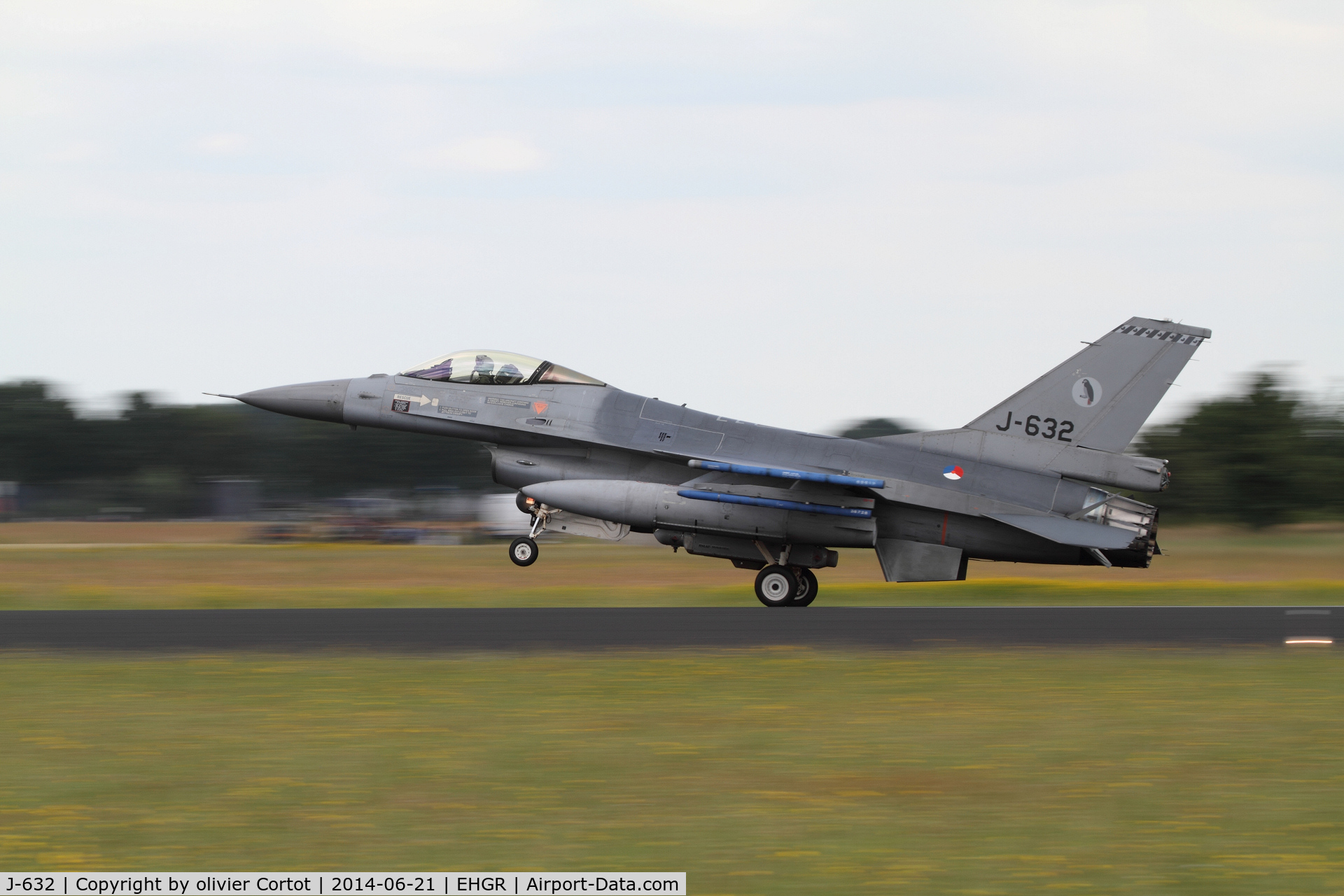 J-632, General Dynamics F-16A Fighting Falcon C/N 6D-64, 2014 airshow, landing