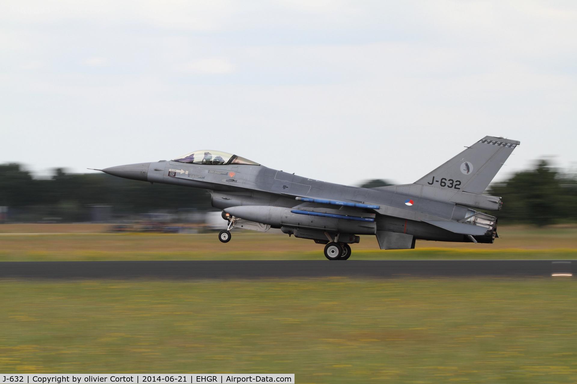 J-632, General Dynamics F-16A Fighting Falcon C/N 6D-64, 2014 airshow, landing