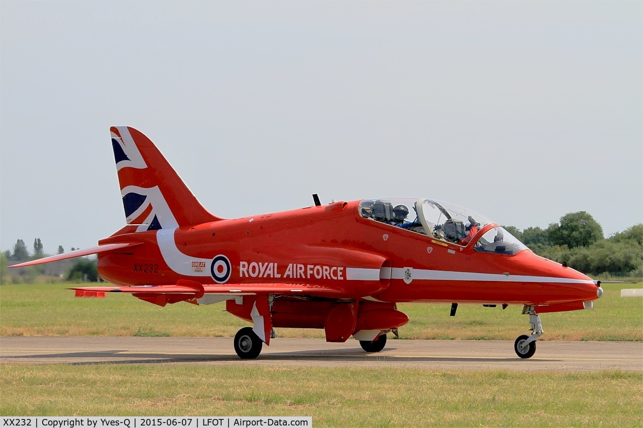 XX232, 1978 Hawker Siddeley Hawk T.1 C/N 068/312068, Royal Air Force Red Arrows Hawker Siddeley Hawk T.1, Taxiing to parking area, Tours - St Symphorien Air Base 705 (LFOT-TUF) Open day 2015
