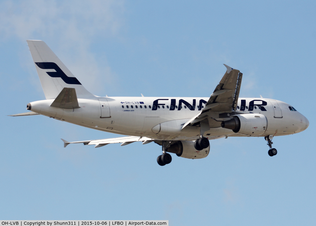 OH-LVB, 1999 Airbus A319-112 C/N 1107, Landing rwy 32L