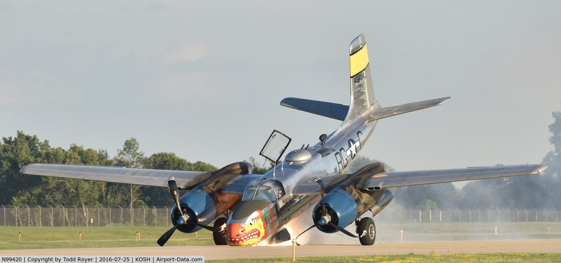 N99420, 1944 Douglas B-26B Invader C/N 27383, Emergency landing at Airventure 2016, know failure of nose gear before touch down, excellent landing, no injuries.