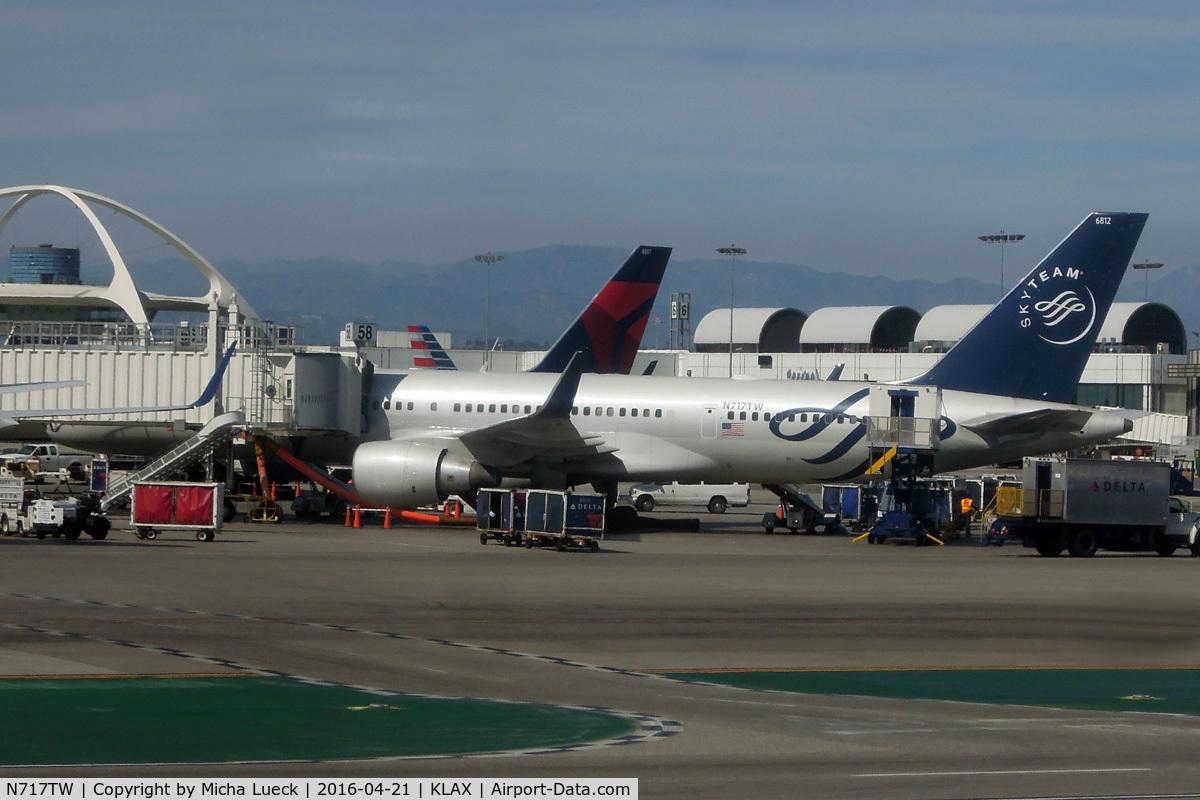 N717TW, 1999 Boeing 757-231 C/N 28485, At LAX