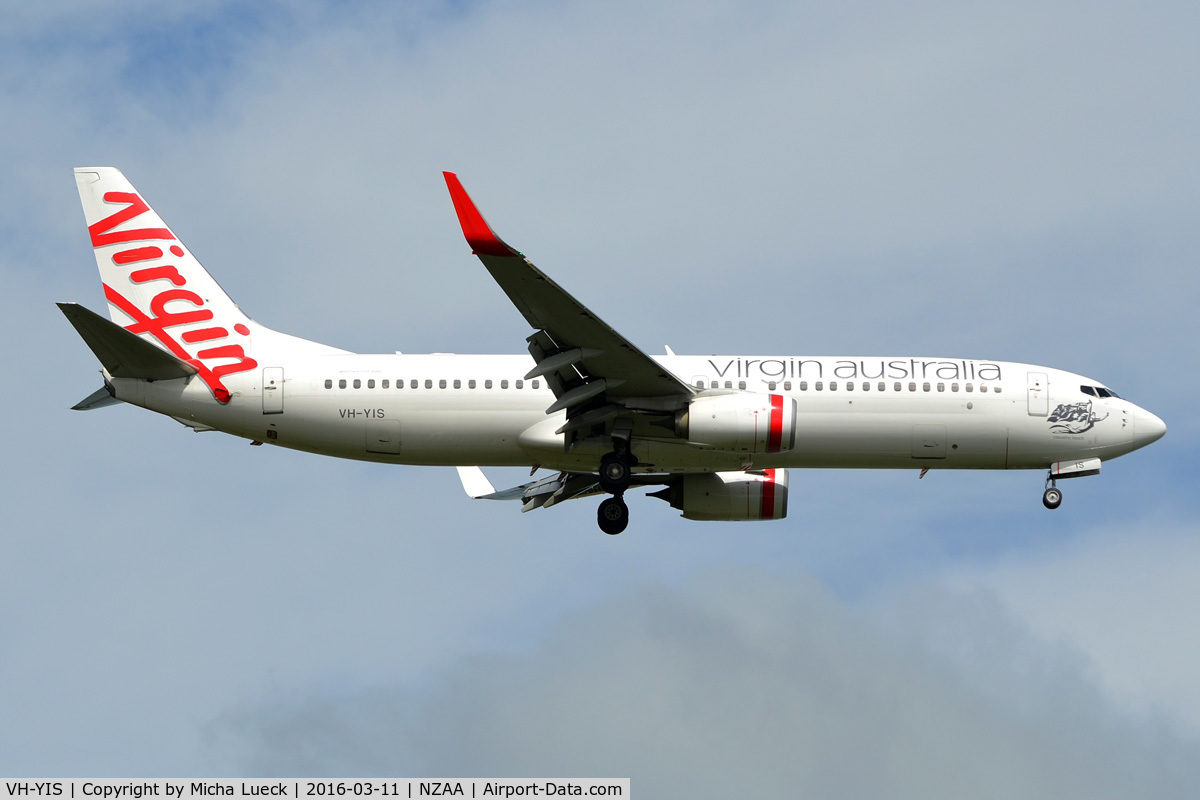 VH-YIS, 2012 Boeing 737-8FE C/N 39926, At Auckland