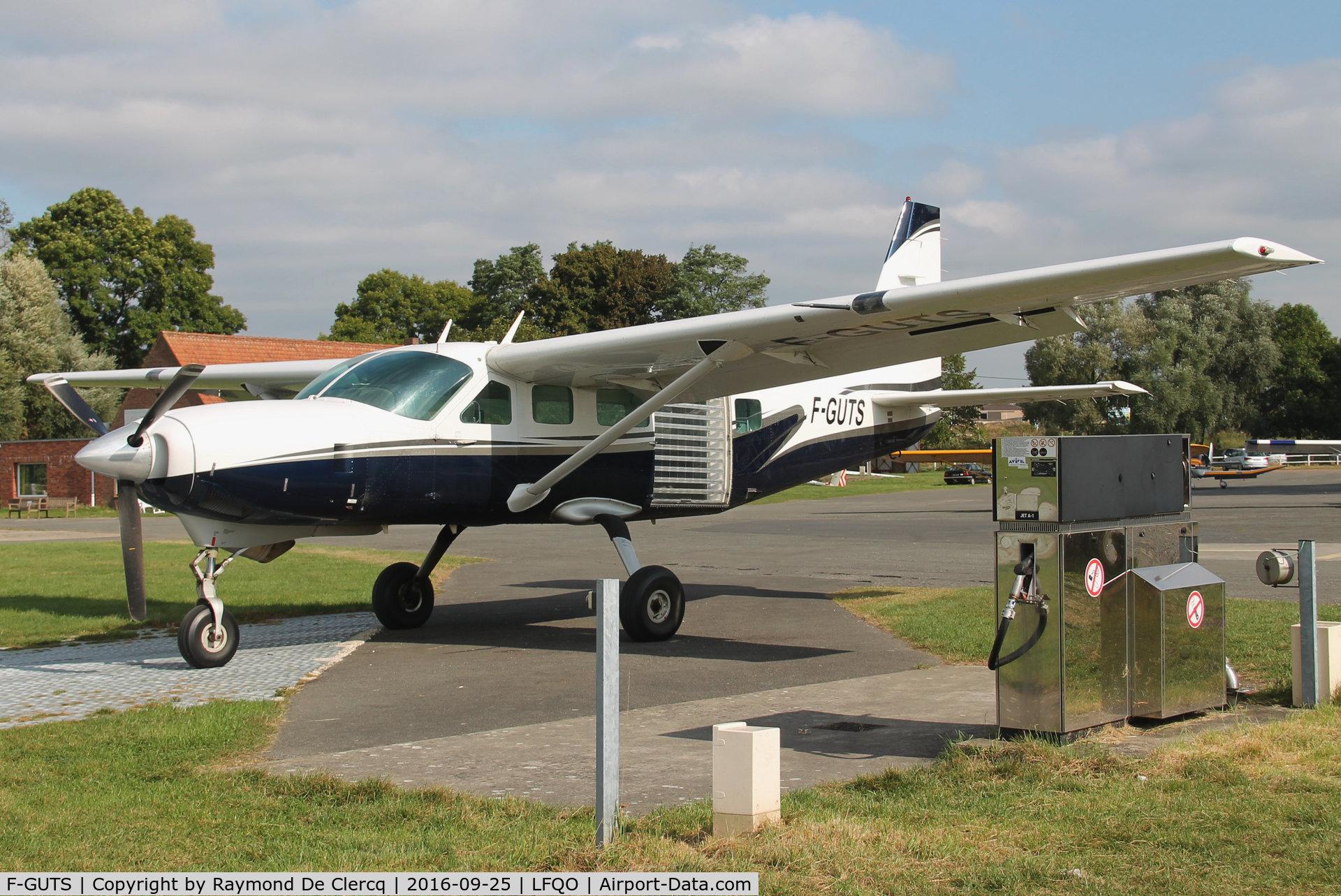 F-GUTS, 1993 Cessna 208 Caravan 1 C/N 20800225, Skydiving at Lille-Marcq.