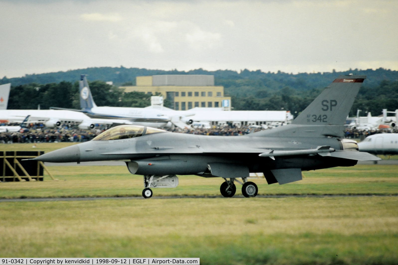 91-0342, General Dynamics F-16C Fighting Falcon C/N CC-40, Taxying for take off at the 1998 Farnborough International Air Show.