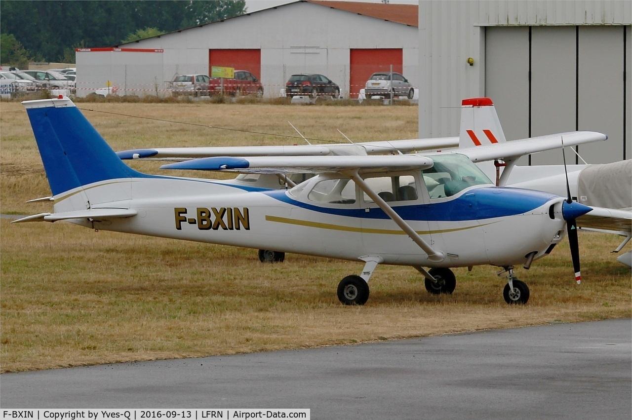 F-BXIN, Reims F172M Skyhawk C/N 1331, Reims F172M Skyhawk, Rennes St Jacques flying club Parking (LFRN-RNS)