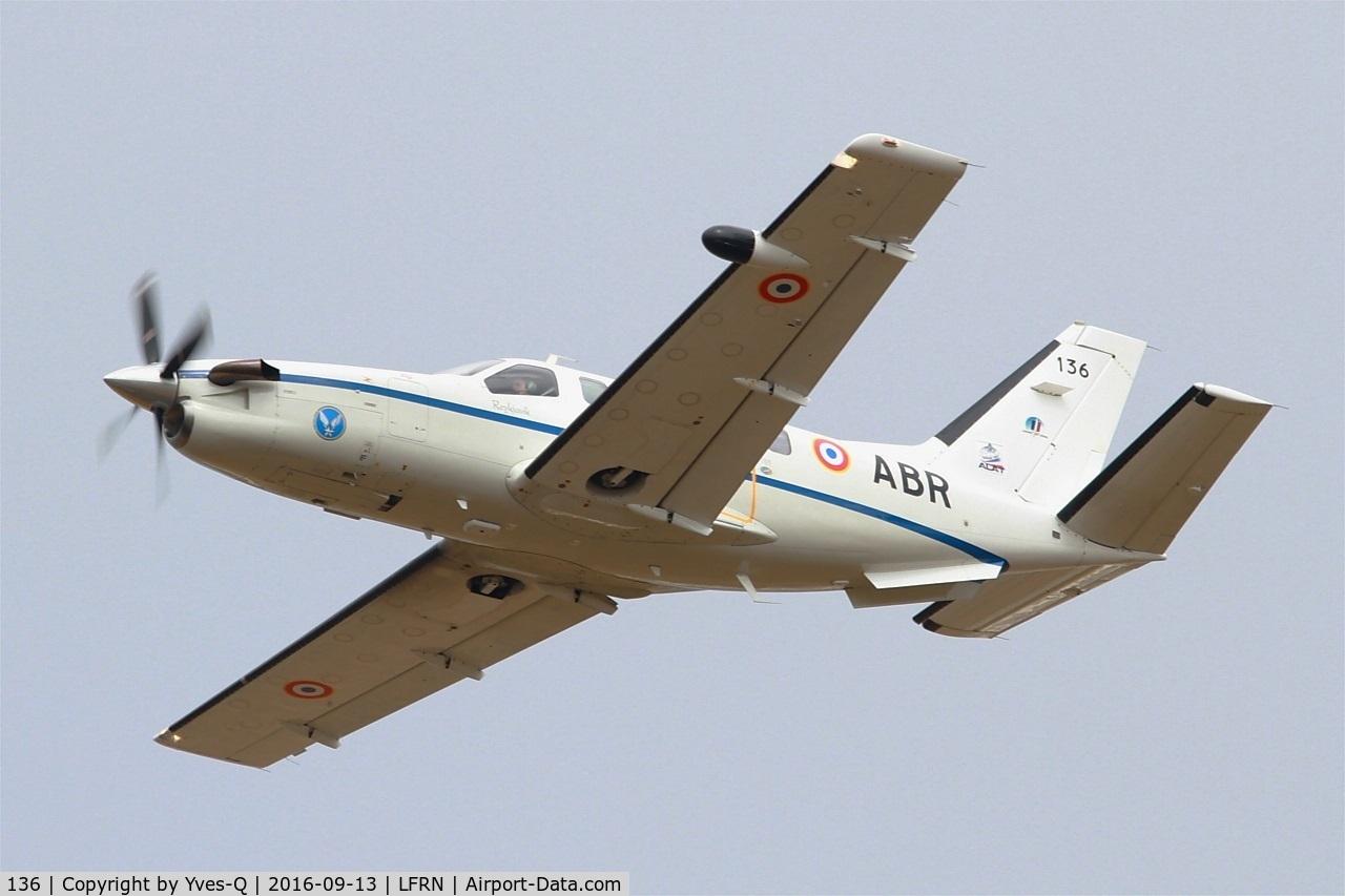 136, Socata TBM-700B C/N 136, Socata TBM-700B, Take off rwy 28, Rennes-St Jacques  airport (LFRN-RNS)