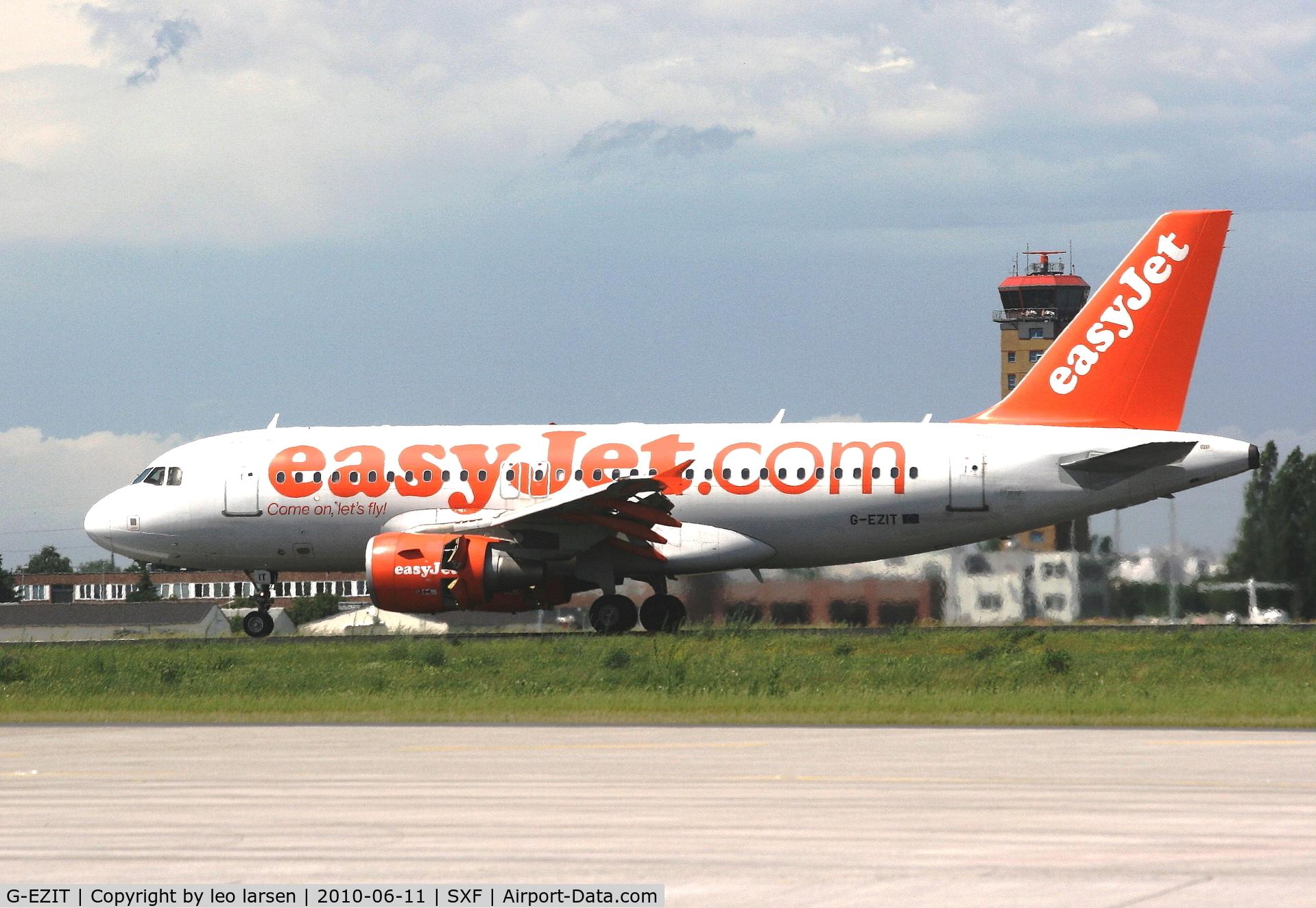G-EZIT, 2005 Airbus A319-111 C/N 2538, Berlin 11.6.10