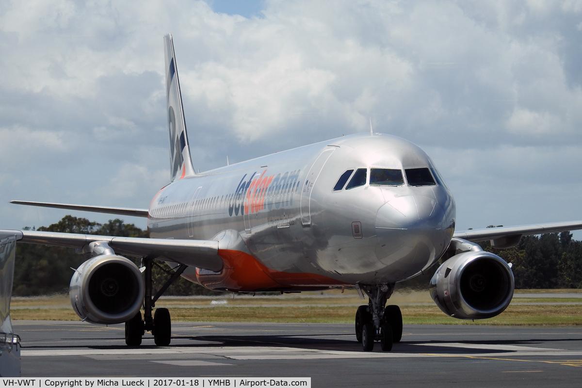 VH-VWT, Airbus A321-231 C/N 3717, At Hobart