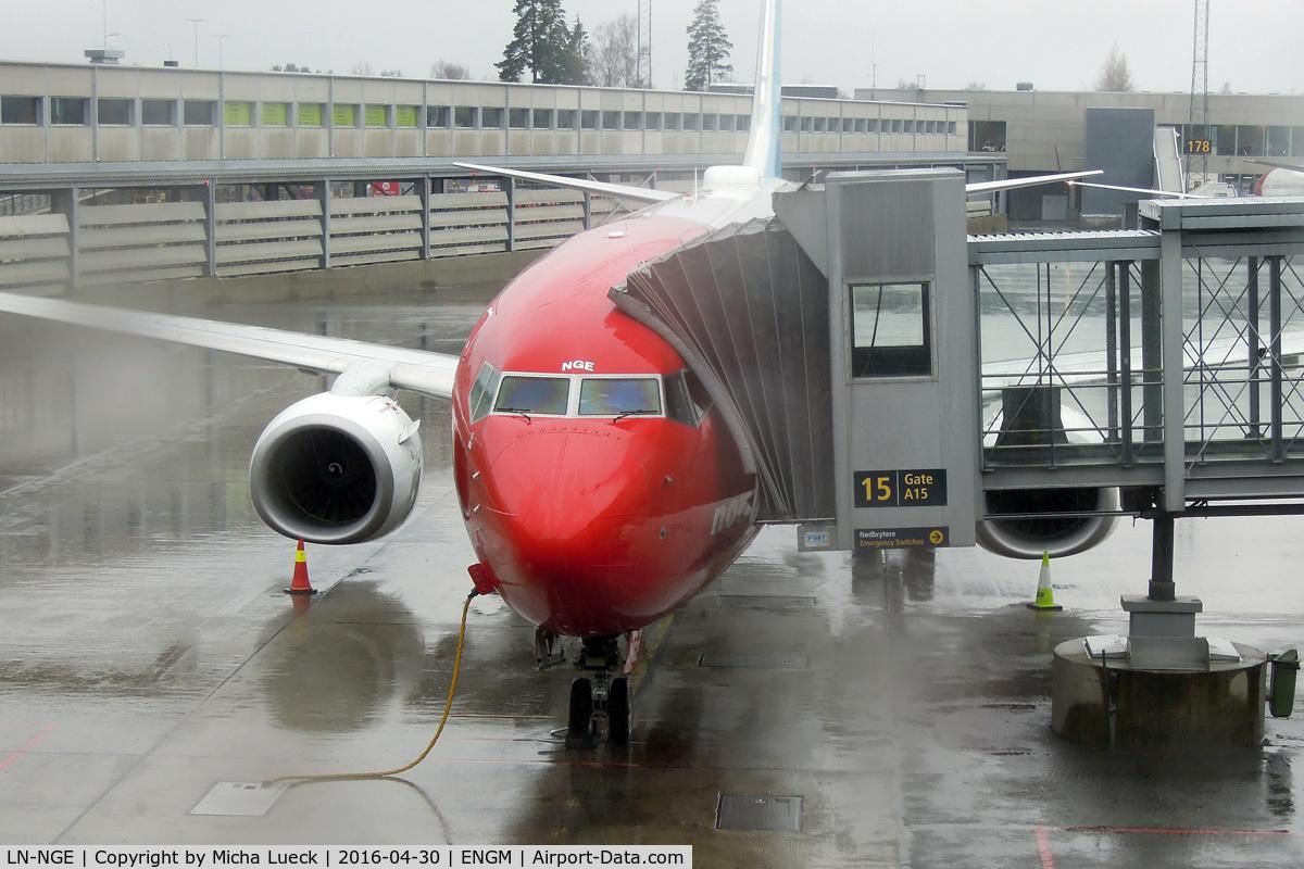 LN-NGE, 2012 Boeing 737-8JP C/N 39050, rain, rain, rain