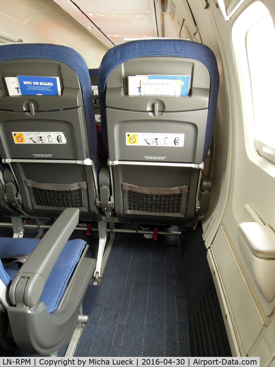 LN-RPM, 2000 Boeing 737-883 C/N 30195, The emergency exit window seat gives you plenty of legroom (FRA-OSL)