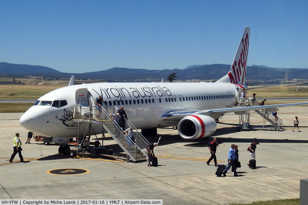 VH-YFW, 2016 Boeing 737-8FE C/N 41037, At Launceston