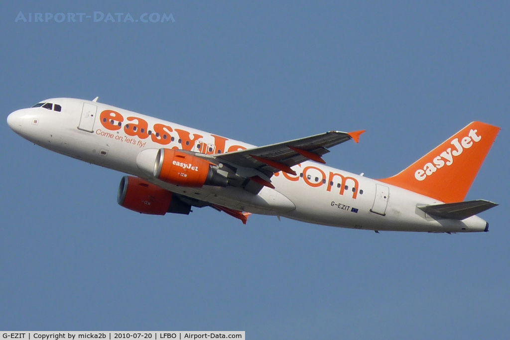 G-EZIT, 2005 Airbus A319-111 C/N 2538, Take off