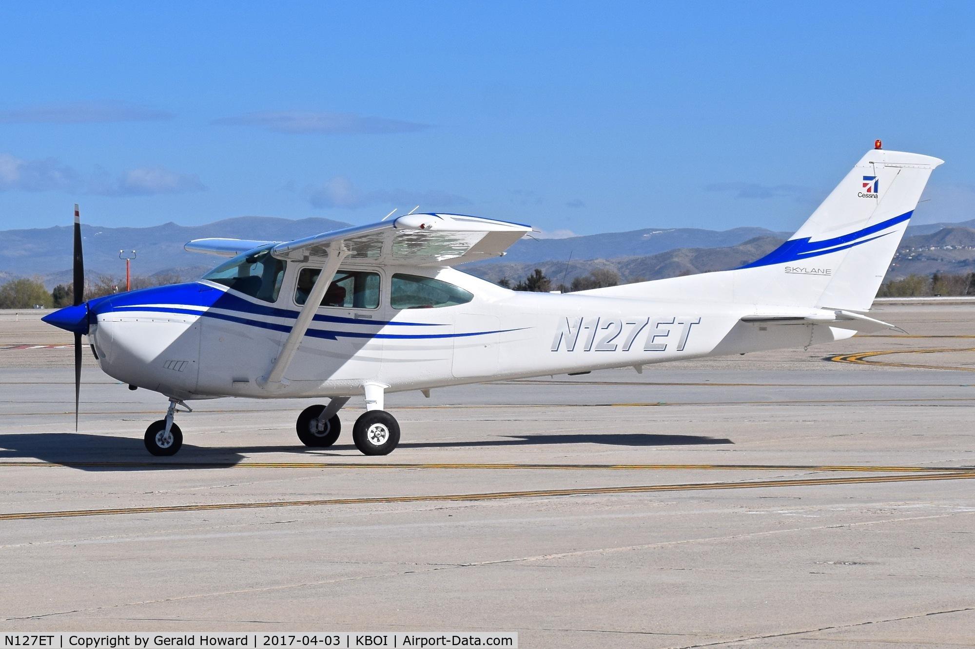 N127ET, 1982 Cessna 182R Skylane C/N 18268234, Taxiing to the south GA ramp.