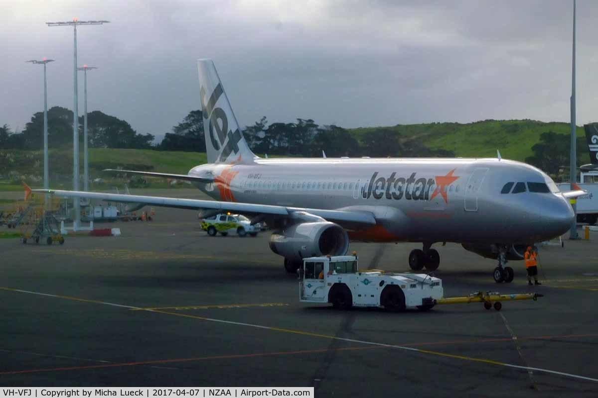 VH-VFJ, 2012 Airbus A320-232 C/N 5311, At Auckland
