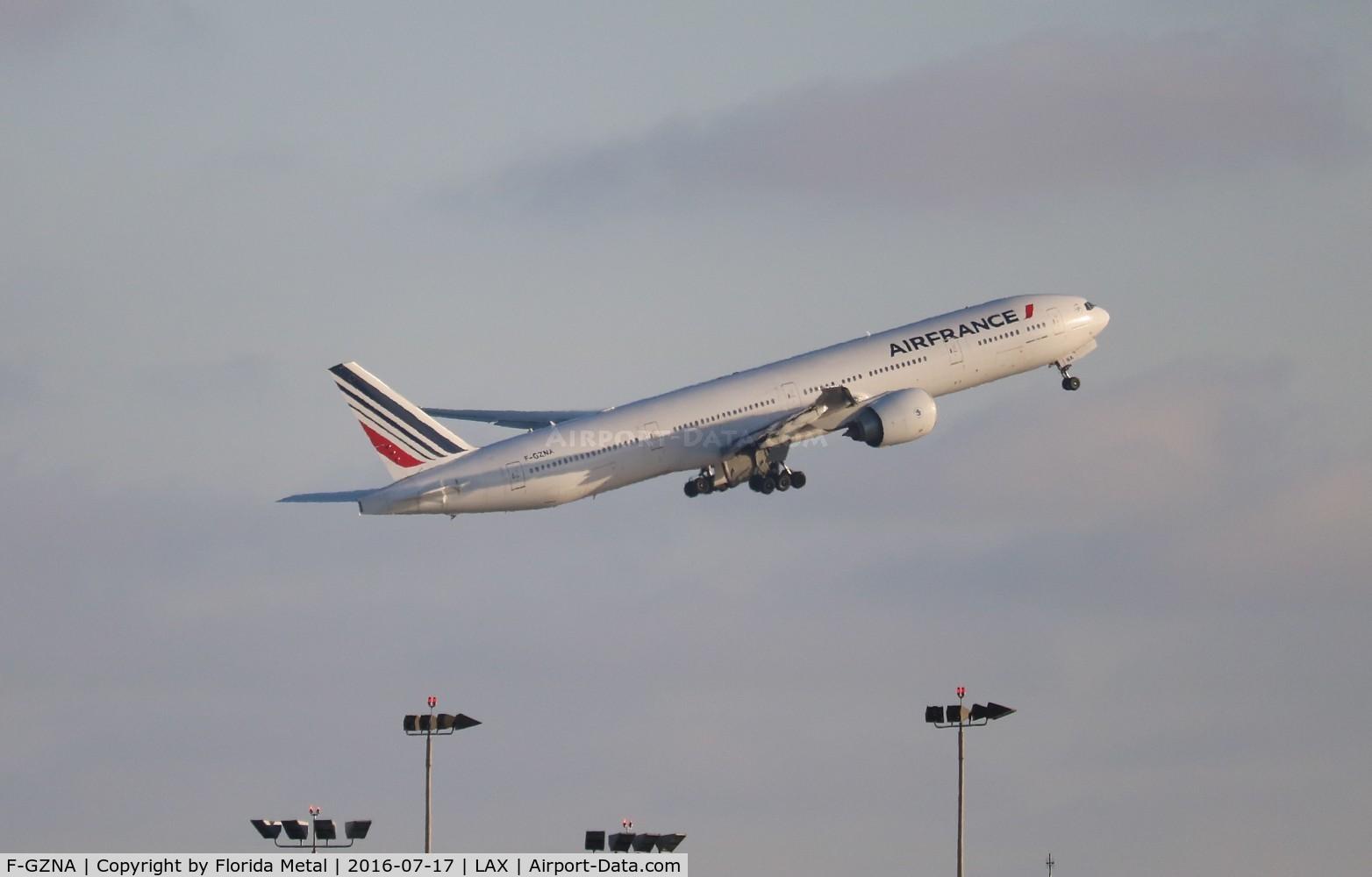 F-GZNA, 2007 Boeing 777-328/ER C/N 35297, Air France