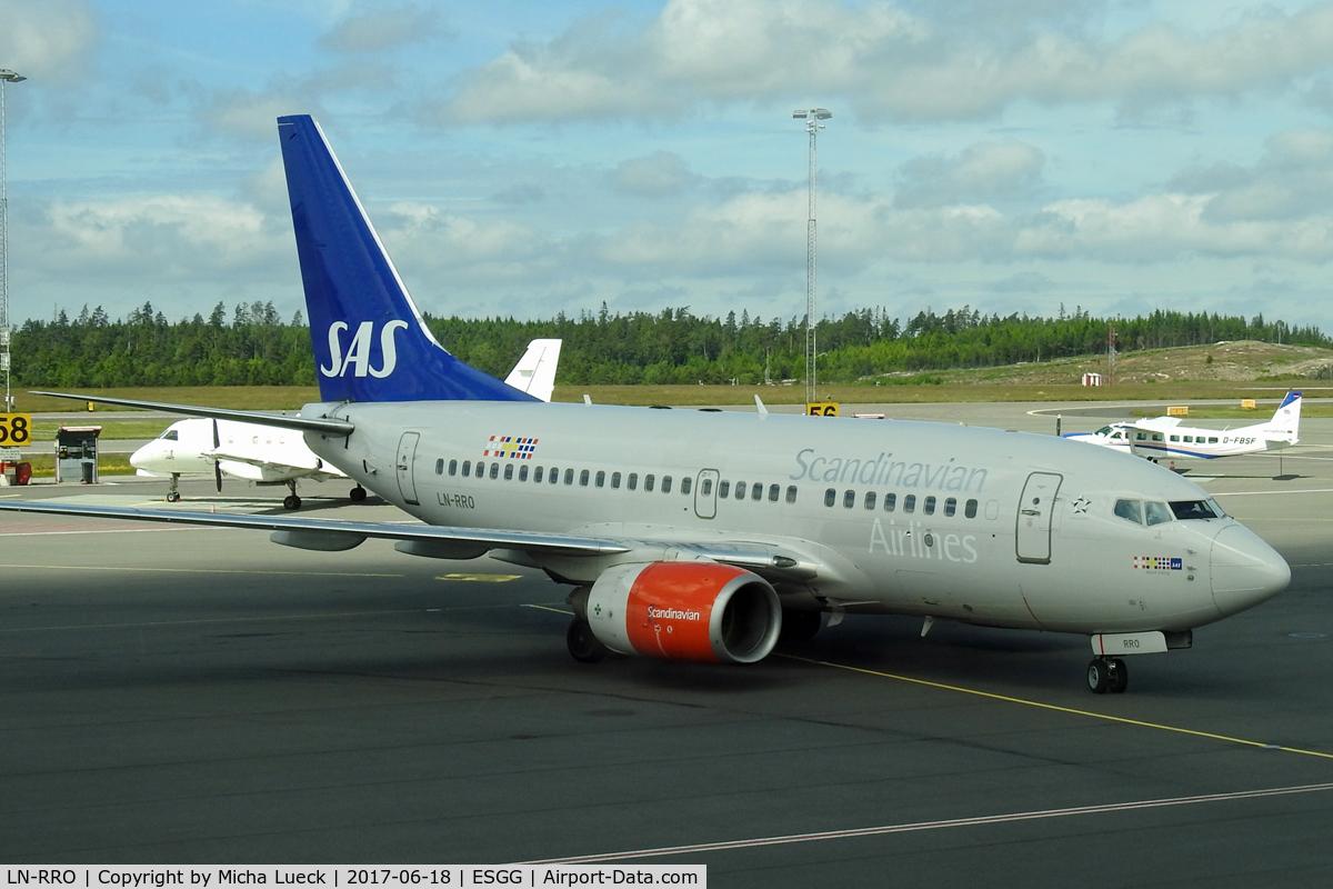 LN-RRO, 1998 Boeing 737-683 C/N 28288, At Gothenburg