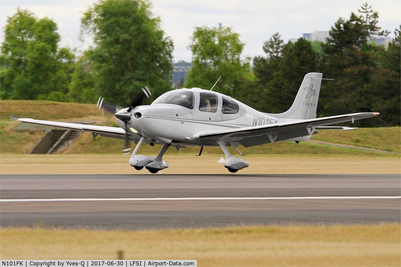 N101FK, 2008 Cirrus SR22 G3 GTS X Turbo C/N 3027, Cirrus SR22 G3 GTS X Turbo, Landing rwy 29, St Dizier-Robinson Air Base 113 (LFSI)