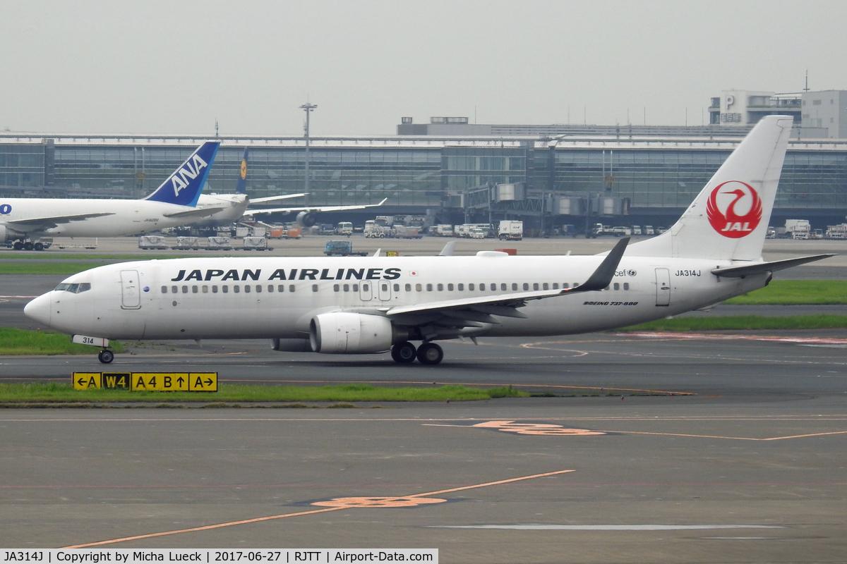 JA314J, 2008 Boeing 737-846 C/N 35343, At Haneda