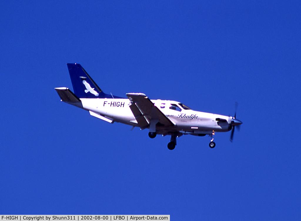 F-HIGH, Socata TBM-700 C/N 217, Landing rwy 14L