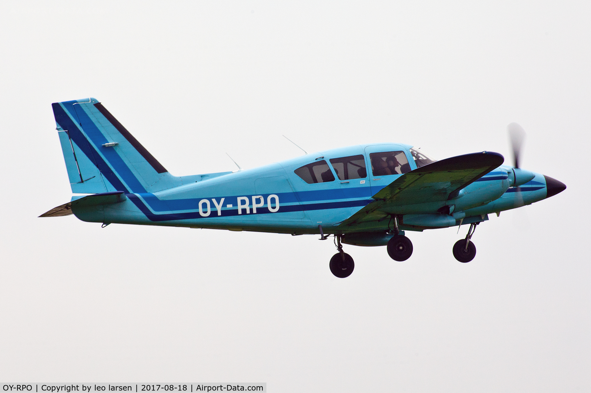 OY-RPO, 1975 Piper PA-23-250 Aztec C/N 27-7554144, Copenhagen kløvermarken 18.8.2017