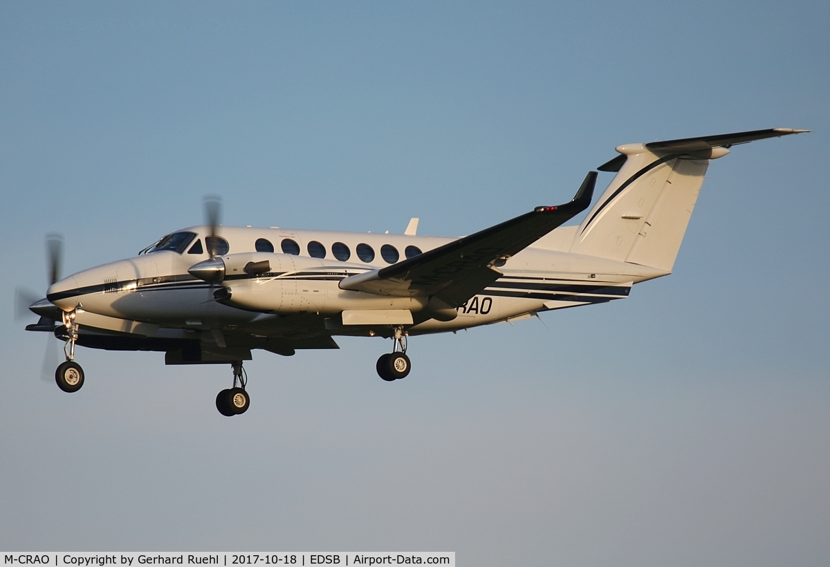M-CRAO, 2007 Raytheon Aircraft Company B300 C/N FL-515, early morning arrival (Private)