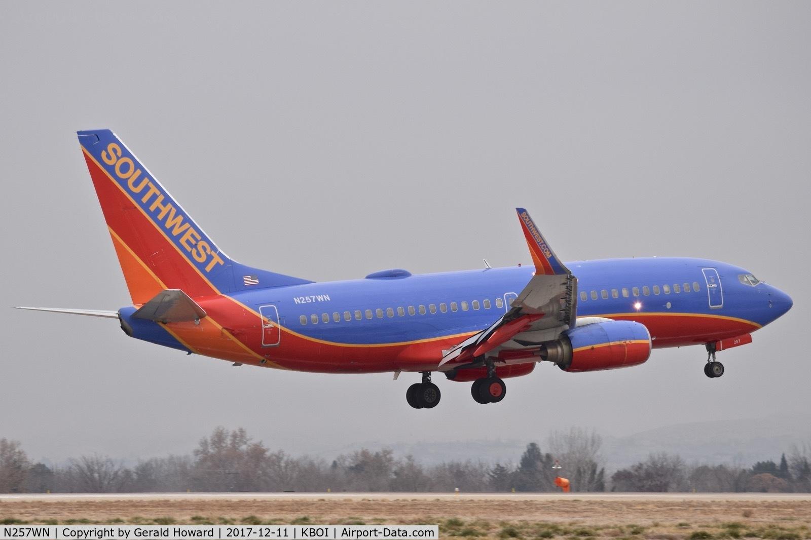 N257WN, 2006 Boeing 737-7H4 C/N 32515, Landing RWY 10L.