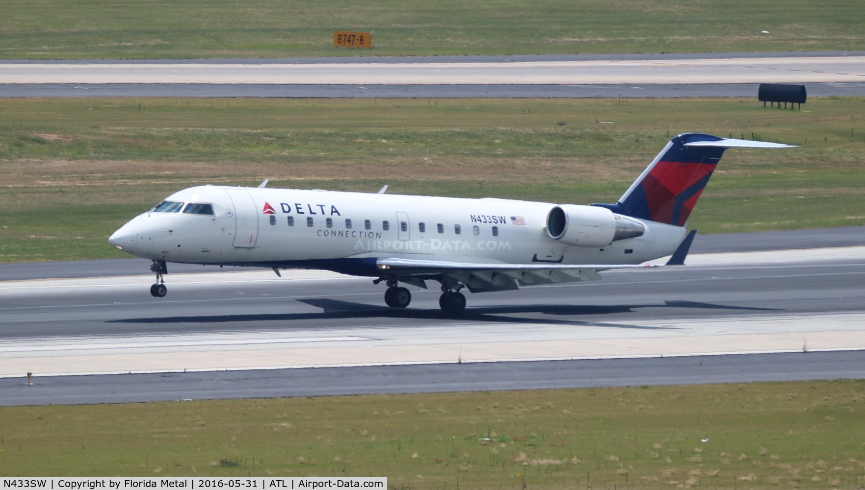 N433SW, 2001 Bombardier CRJ-200LR (CL-600-2B19) C/N 7550, Delta Connection