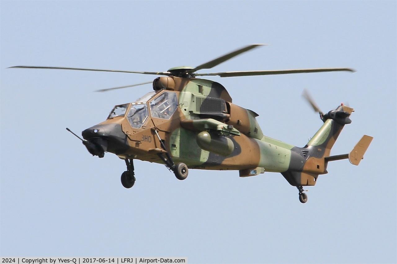 2024, Eurocopter EC-665 Tigre HAP C/N 2024, Eurocopter EC-665 Tigre HAP, Short approach rwy 26, Landivisiau Naval Air Base (LFRJ) Tiger Meet 2017