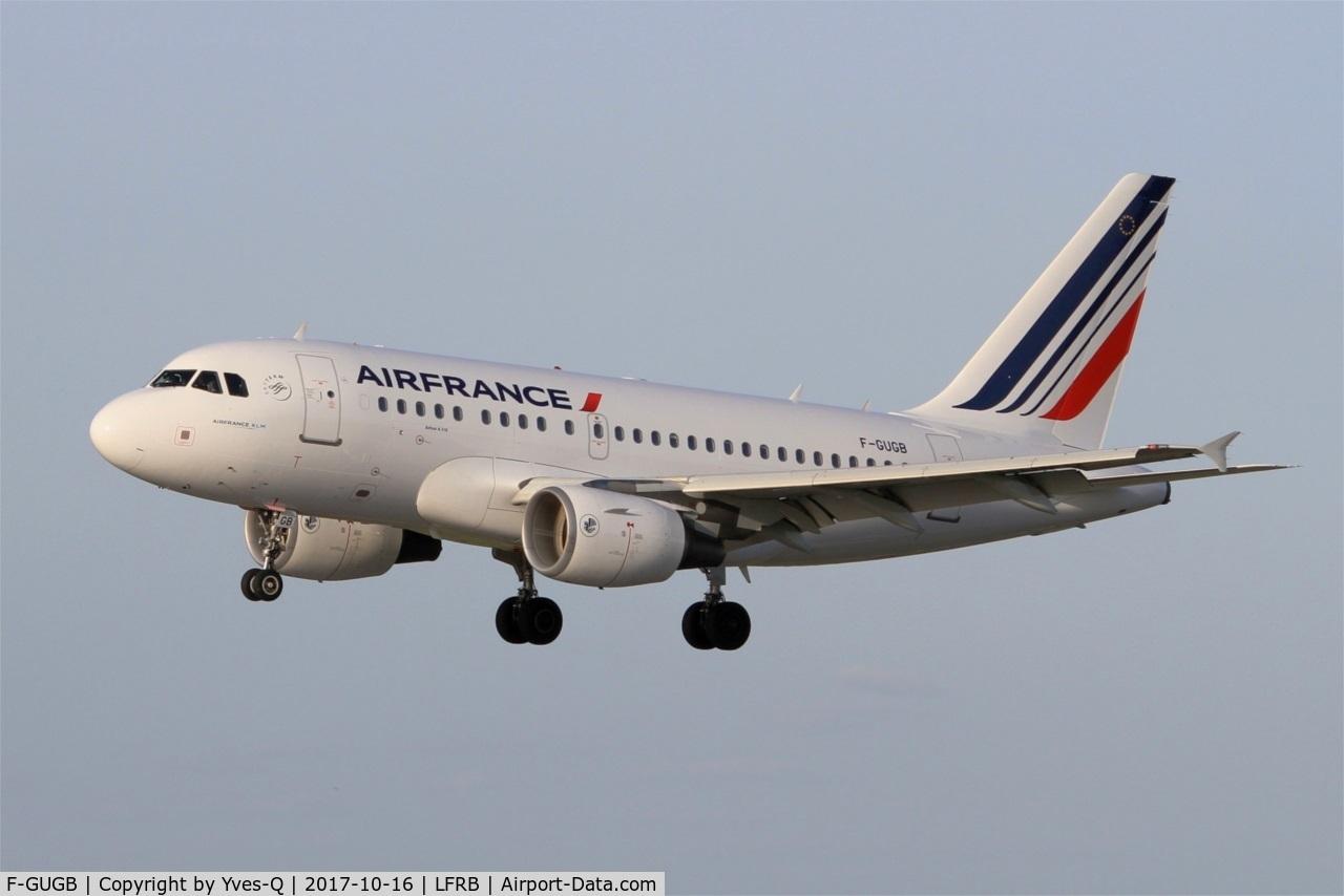 F-GUGB, 2003 Airbus A318-111 C/N 2059, Airbus A318-111, Short approach rwy 25L, Brest-Bretagne airport (LFRB-BES)