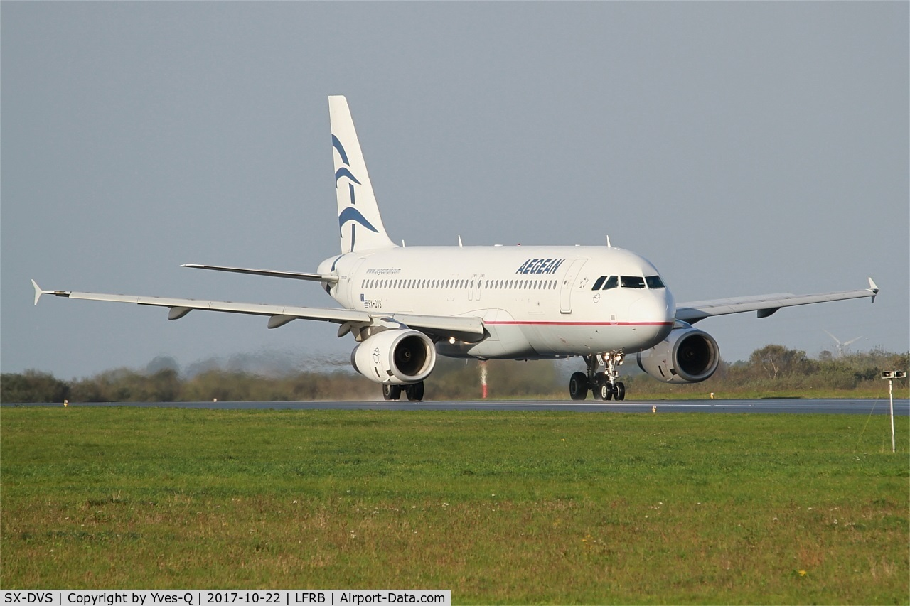 SX-DVS, 2008 Airbus A320-232 C/N 3709, Airbus A320-232, Taxiing to holding point rwy 25L, Brest-Bretagne airport (LFRB-BES)