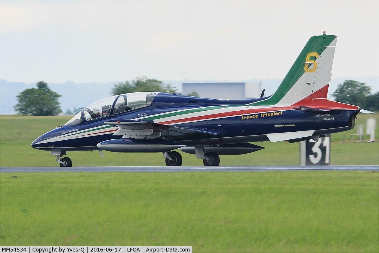 MM54534, Aermacchi MB-339PAN C/N 6741/136/AA068, Italian Air Force Aermacchi MB-339PAN, N°6 of Frecce Tricolori Aerobatic Team 2016, Landing rwy 24, Avord Air Base 702 (LFOA) Open day 2016