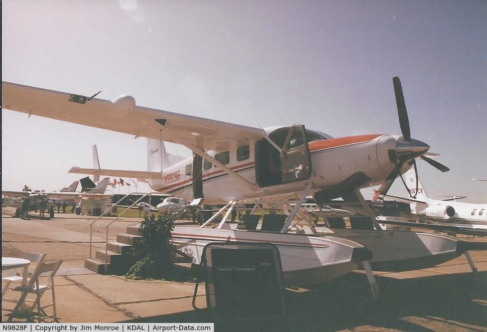 N9828F, 1992 Cessna 208 Caravan I C/N 208-00212, Taken at the NBAA Convention in the 1990s