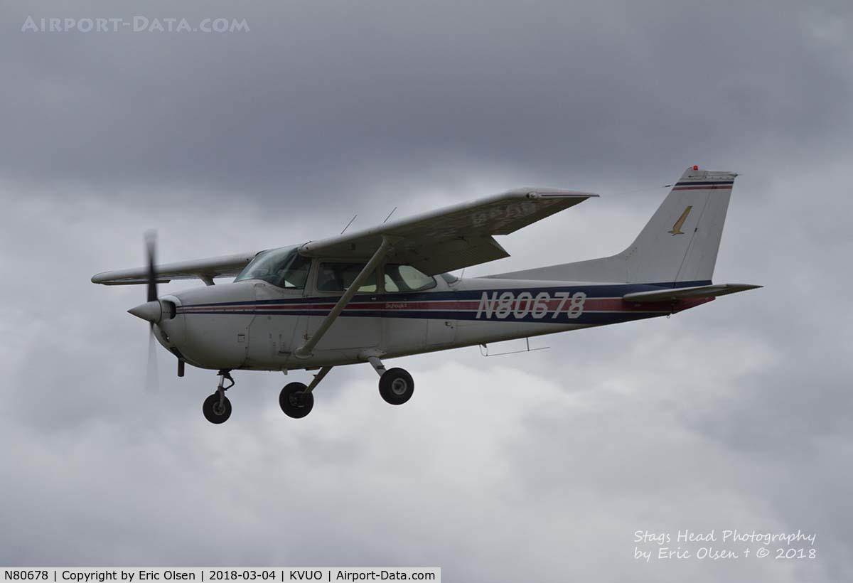 N80678, 1976 Cessna 172M Skyhawk C/N 17266699, Cessna 172M landing at Pearson Field